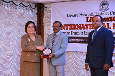 นายกสมาคมห้องสมุดได้รับเชิญไปเป็น keynote speaker ที่ศรีลังกา และเจรจาความร่วมมือกับสมาคมห้องสมุดศรีลังกา